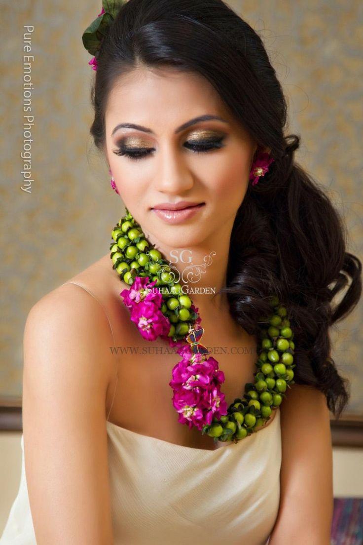 Suhaag Garden, tAnirika, Custom Handmade Floral Jewelry, Rings, Bracelets, Necklaces, Wristlets, Bangles, Tikka, Hair Pieces, Earrings, Floral Art, Pithi Floral Jewelry, Holud Floral Jewelry, Sangeet Floral Jewelry, Mehndi Floral Jewelery (www.tAnirika.com)