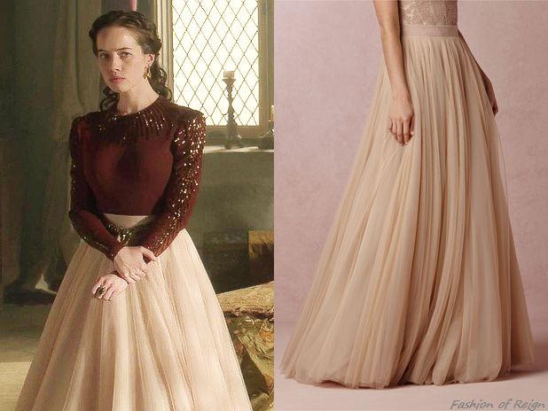 In the episode 2x08 Lady Lola wears this Watters for BHLDN Ahsan Tulle Skirt in blush. Worn with a vintage blouse, Free People belt.