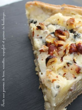 tarte pommes de terre roquefort noisettes (tart with potatoes, roquefort, and hazelnuts)