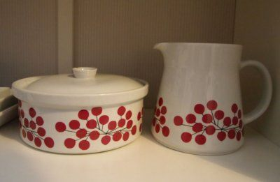 PIHLAJA tableware. Designed by Esteri Tomula 1966. (Arabia, Finland ).