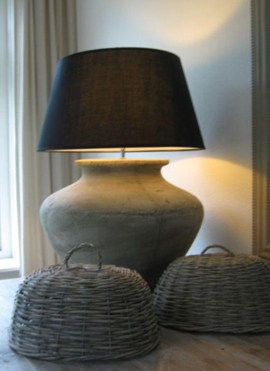 landelijke Stoere Lamp - mooi, grijs -betonlook met riet