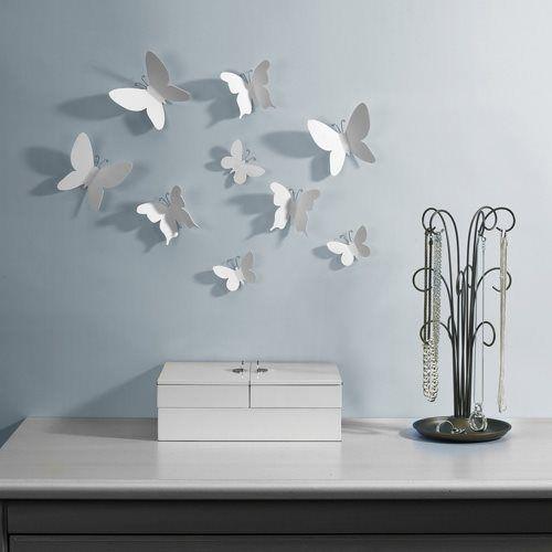 Iets anders aan de wand dan fotolijstjes of een schilderij? Ga voor de vrolijke vlinders van Umbra! De fladderende vleugels vormen een sfeervol kunstwerk, dat jij zelf hebt gecreëerd!