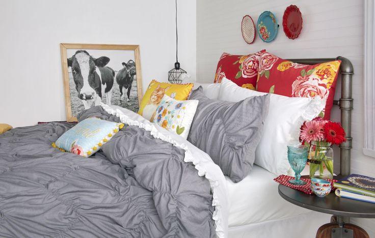 Pioneer Woman Bedding Pillows  http://www.countryliving.com/shopping/g4853/pioneer-woman-bedding-collection-walmart/