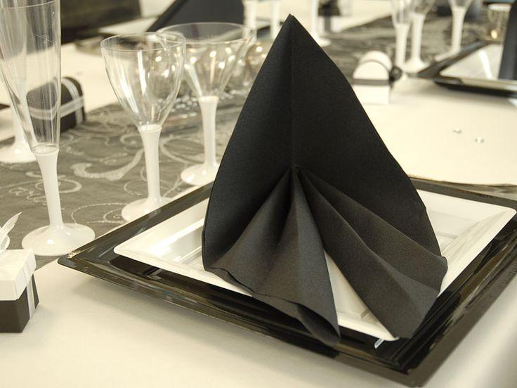 Pliage de serviette en pyramide