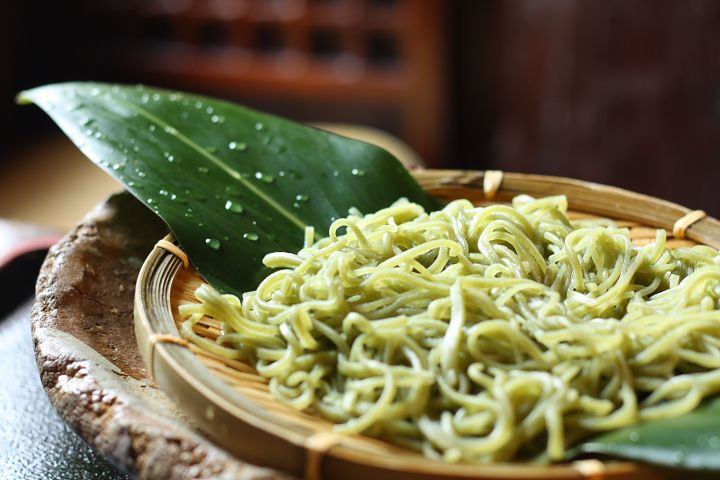 The Tropical Frangrance of Gettou (Shell Ginger) Kneaded into Japanese Soba - Okinawa CLIP (no recipe)
