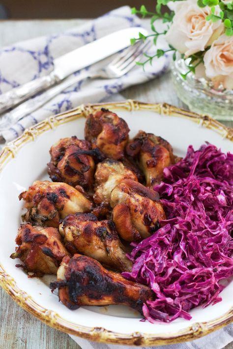 Coxinhas de Frango com Coleslaw de repolho roxo, típica da Irlanda. Nesta receita a salada de repolho ficou leve com o uso de iogurte em vez de maionese