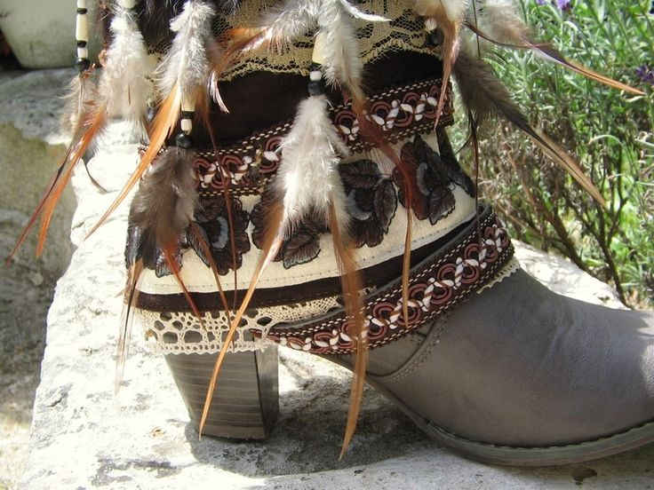 Upcycled REWORKED vintage boho COWBOY BOOTS - custom boho boots Boots boho hippie chic ethniques à plumes - Taille 39 : Chaussures par akhacia-creations