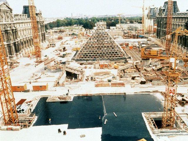 Il a été construit en 1989 (mille neuf cent quatre-vingt neuf)
