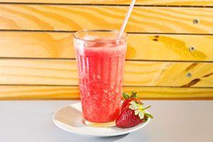 Suco de Abacaxi com Morango