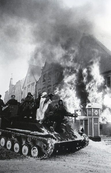 The capture of Mühlhausen town by the Russian troops. Germany, 1945. Photo by Arkady Shaikhet.