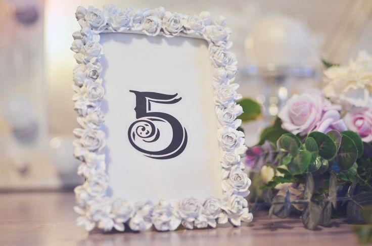 RAMKA NA NUMERY STOŁÓW – Efektowny Ślub