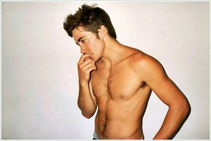 Mmmmm!!! Jake Gyllenhaal.