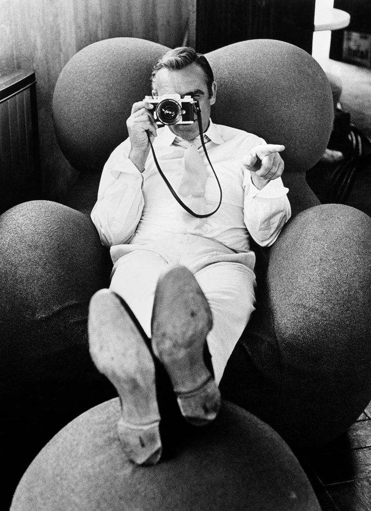 Sean Connery, 1968 sitting on the B&B chair, design Gaetano Pesce