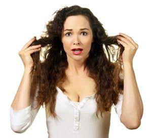 Beleza que se põe na mesa!: 7 costumes que danificam qualquer cabelo