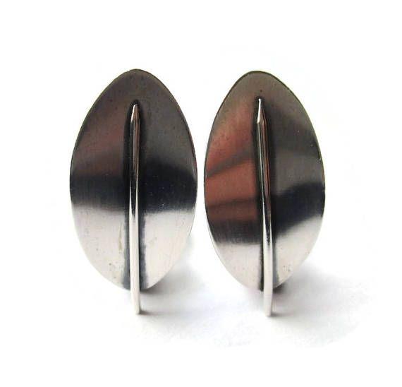 Beaucraft modernist leaf clip on earrings, sterling silver 925 vintage Beau Sterling American clipons, midmod 70s minimalist midcentury. https://www.etsy.com/uk/listing/527595041/beaucraft-modernist-leaf-clip-on