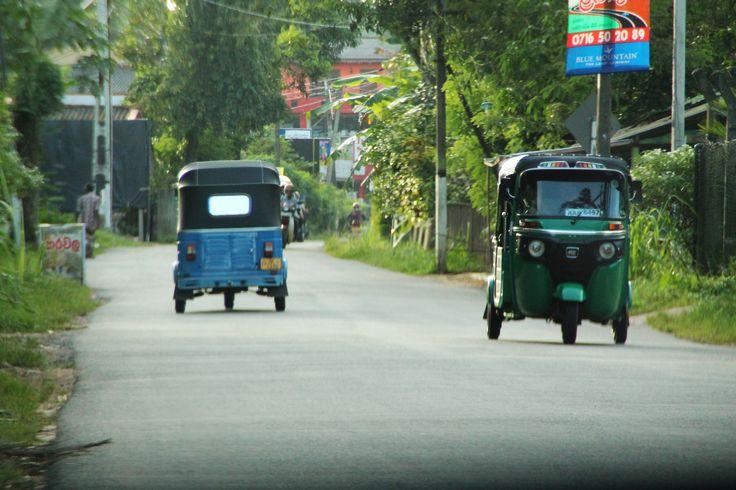 Tuktuk's in de omgeving van HomeStay Srilanka, Podalla