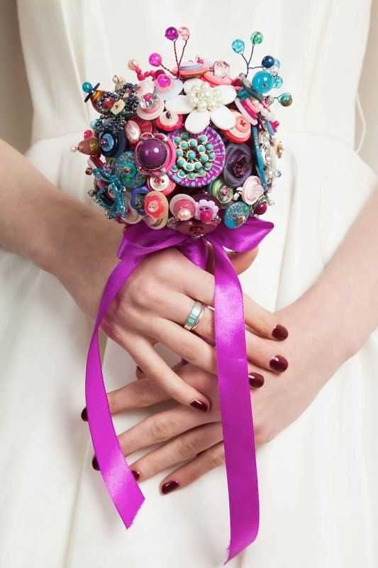 Bouquet sposa con bottoni senza fiori