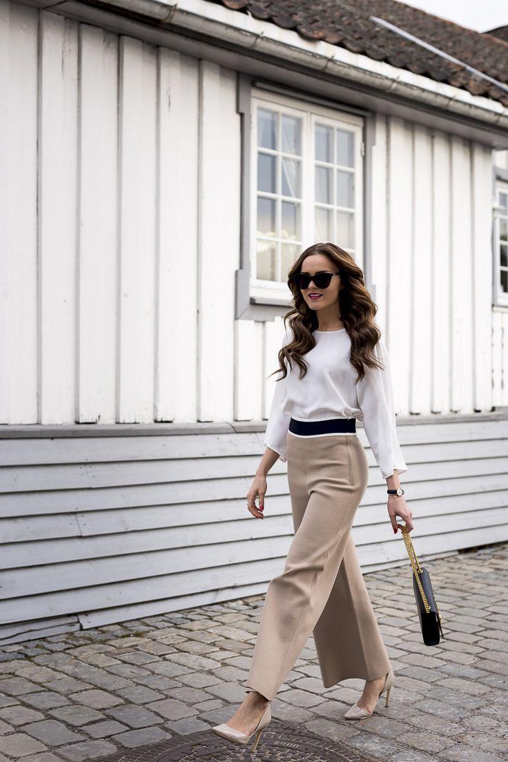 Slik så jeg ut en vårdag i forrige uke, elsker slengbuksene og at de popper opp i stadig flere butikker for tiden. Neste på min shoppingliste blir en sort variant, helst jeans. Det er jo så fint! ________________________________________________________________________________________________________ (annonselenke) bukse h&m trend / pumps nly / veske saint laurent / klokke daniel wellington / armbånd …