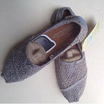 TOMS shoes outlet! More than half off!$19.99 only $12 ,Repin It and Get it immediately!,no longer time for cheapest