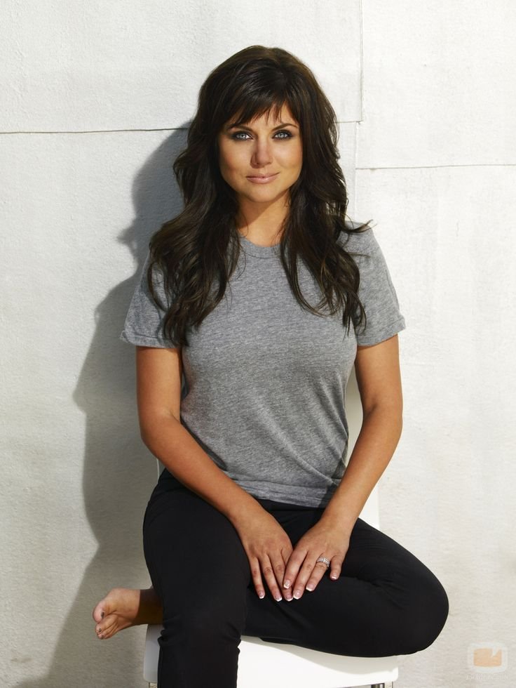 The beautiful and steadfast wife of FBI agent Peter, Elizabeth Burke (Tiffani Thiessen) understands her husband's work ethic, and mirrors it in her own work as an event planner. Description from neogaf.com. I searched for this on bing.com/images