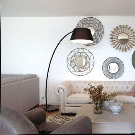 Curve, una lámpara de salón con pantalla de tela y base de mármol. Una lámpara de pie con arco para iluminar tus espacios favoritos.