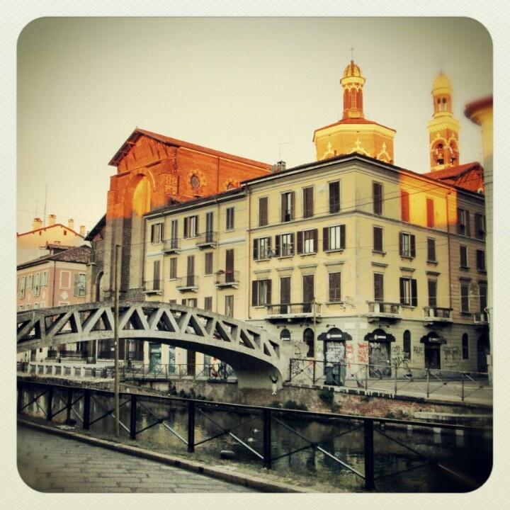 Naviglio Grande - La bellezza di Milano http://virginiafiume.wordpress.com/2012/12/07/milano-i-milanesi/