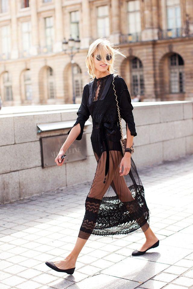 Tendencias primavera-verano 2018: Transparencias. Lo Mejor de Street Style. Los vestidos maxi y faldas con transparencias de telas finas y  de vuelo serán los grandes protagonistas.