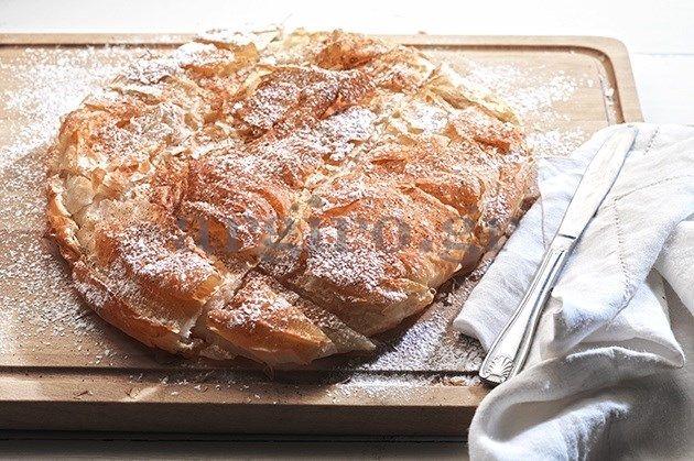 Θεϊκή μπουγάτσα ARGYRO., this bougatsa is easy, any recipe from Argiro is gauranteed, her 'Σερραϊκή Μπουγάτσα' on her site is exactly the same recipe. I kicked it up a little by putting rind of one orange in the semolina cream, This recipe is in greek but worth your while to transalate it or go to this site in english which has the same recipe - http://www.sbs.com.au/food/recipes/sweet-semolina-filo-pie-bougatsa