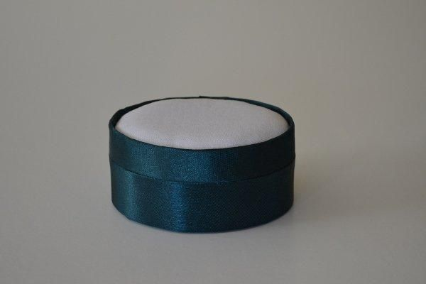 SBSoval.12 - Small Oval - Dark Green - Satin covered and lined boxes make it so easy for you to create a special gift or precious keepsake. Embellish your fabric as you desire, cover the removable, padded lid with your worked fabric and replace into the box lid. The box measures 8.5 x 7cm.