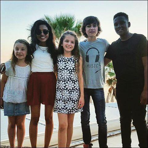 Esteban es en un groupo  de música! Se nombre Kids United , es un groupo  in Francia.Kids United es como su familia.