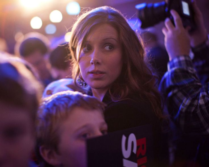Anna Duggar Update: Public Suspects Reality Star Is Staying With Husband Josh Duggar For Money? [VIDEO]
