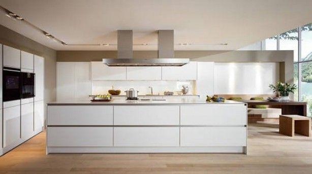 Verf de achterwand van een witte keuken eens in een taupe tint op deze manier komt de keuken - Verf keuken lichtgrijs ...