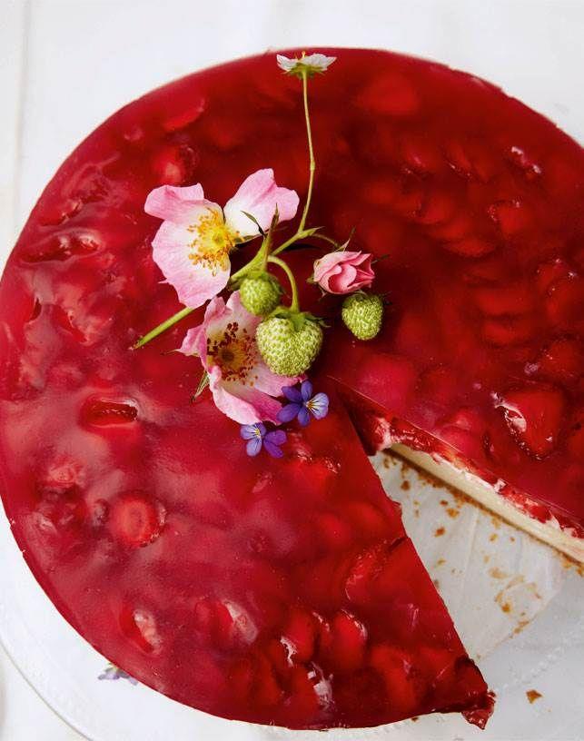 Lækker rabarber-cheesecake: Måske forårets smukkeste kage!
