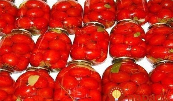 Paradajky v pohároch: Najchutnejší spôsob ako uchovať paradajky na zimu, bez zavárania!