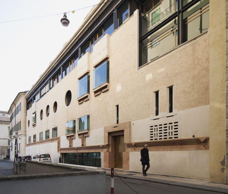 Banca Poplare, Verona Italy (1973-78)   Carlo Scarpa   Image : Béton Brut
