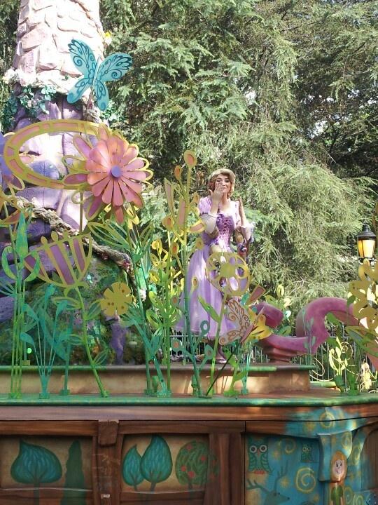 Princess float in parade disney ca parade pinterest for Princess float ideas