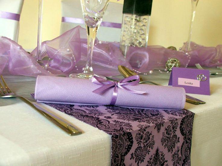 Elegantná a noblesná kombinácia fialovej a striebornej