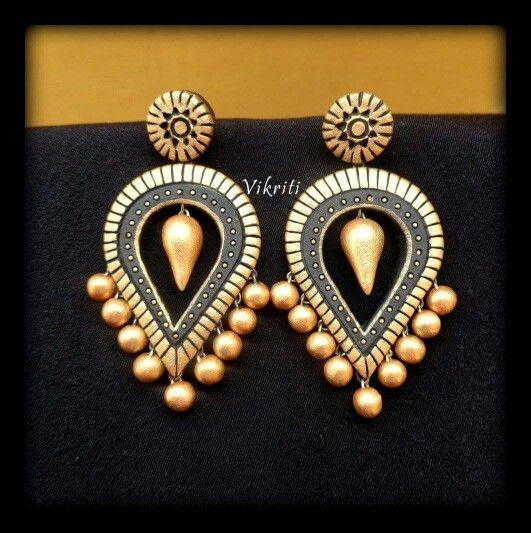Wonderful pair of earrings by Vikriti