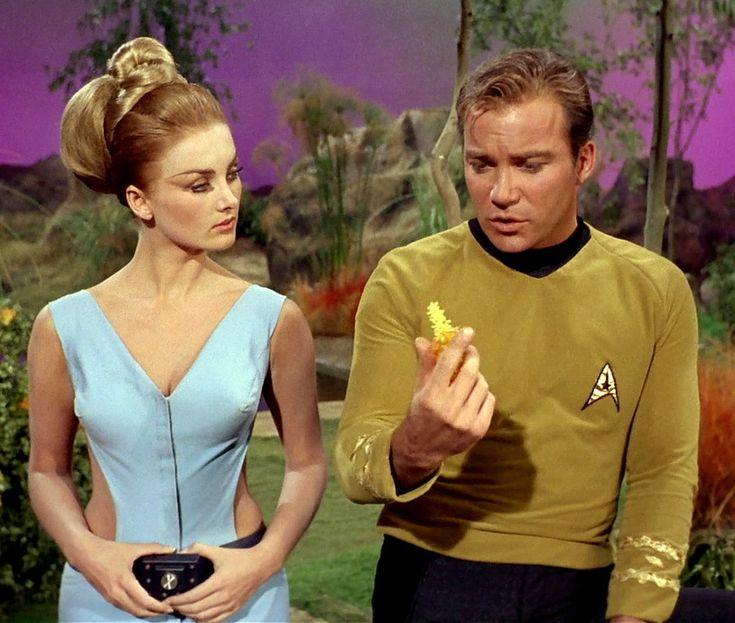 """Barbara Bouchet (Kelinda) and William Shatner (Kirk) Star Trek (TOS) 1968 ""By Any Other Name""-season 2, episode 22 (Con qualsiasi nome) """