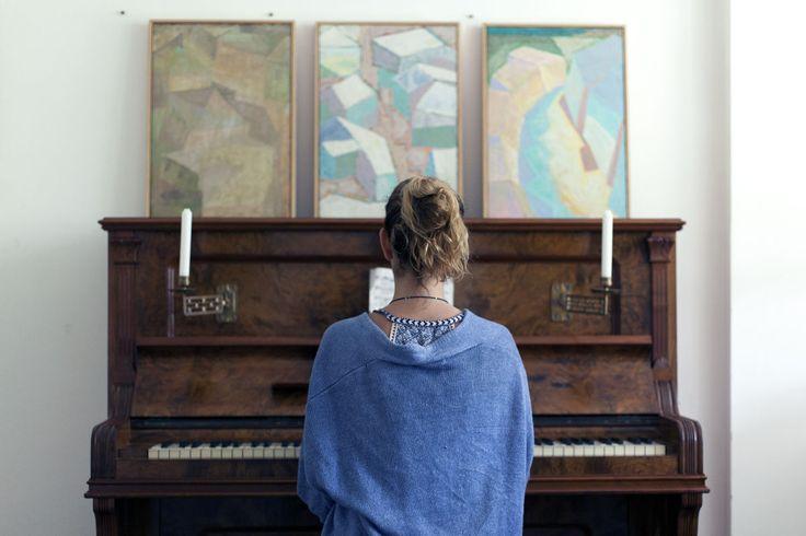 Piano. Antique.