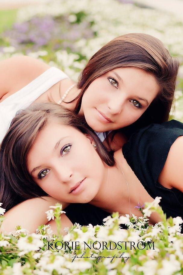 senior picture ideas for girls | twin senior girls.