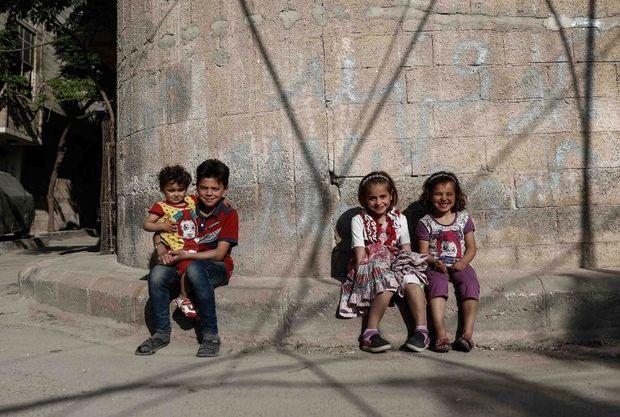 Turki Bangun Komplek Panti Asuhan untuk Anak-anak Suriah  Anak-anak Suriah di Kota Douma Damaskus Timur. (Foto: AFP)  SALAM-ONLINE: Pemerintah Turki membangun komplek panti asuhan untuk anak-anak pengungsi Suriah. Sebanyak 1.000 anak-anak Suriah mendapat pendidikan dan mendapatkan tempat tinggal yang aman di komplek ini.  Komplek panti asuhan yang dapat menampung hampir 1.000 anak-anak Suriah tersebut diresmikan pada Kamis (18/5).  Terletak di kota Reylili Turki selatan dekat perbatasan…