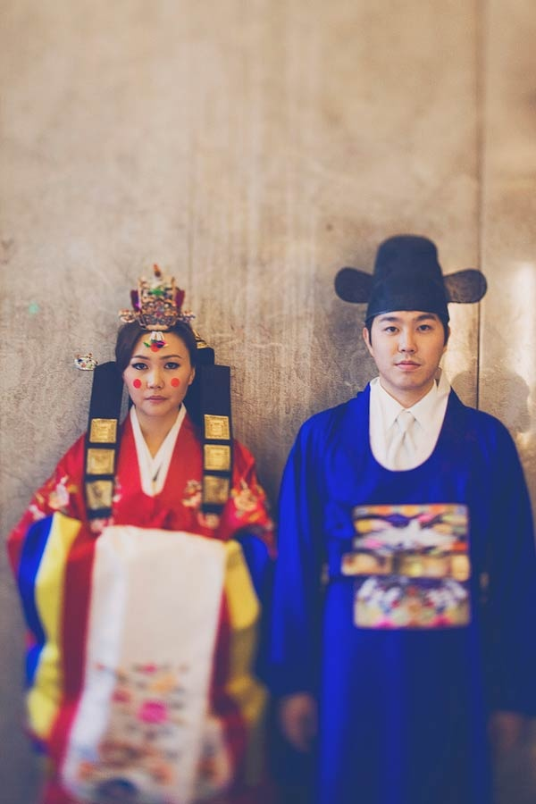 Very traditional Korean wedding attire.. i hope to mix the two in my wedding one day