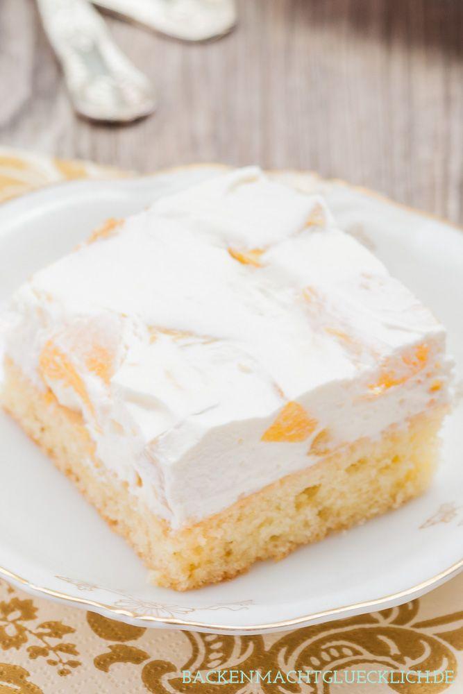 Einfaches Fantakuchen-Rezept für Fantakuchen vom Blech mit Schmand und Pfirsichen. Kommt immer gut an, und schmeckt natürlich auch mit Mandarinen, Aprikosen oder Kirschen | http://www.backenmachtgluecklich.de