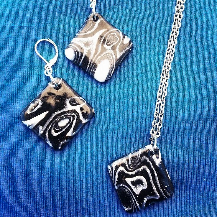 Orecchini con ciondolo quadrato in fimo - Mokume Gane nero, bianco e argento : Orecchini di bidibijoux