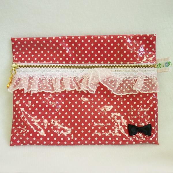 手づくりポーチ。ラミネート素材ならちょっとした汚れや水漏れにも安心~  Handmade pouch. Laminated fabric almost free from dirt or water.  #porch #laminatedfabric #handmade #手づくり #ジャガーミシン #ポーチ #ラミネート