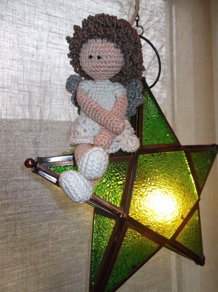 Ik wilde nog graag een kerstengel haken en vond dit patroon vanamigurumi bb, zie 'free patterns'. Ik heb een kleinere...