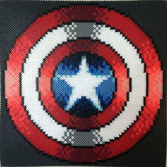 Beadsprite de escudo del Capitán América por Teratomatastica