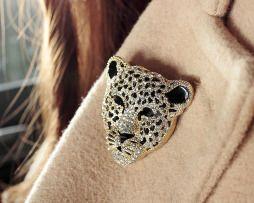 Brošne v tvare zvierat alebo predmetov. Brošna poteší každú ženu a je vhodným darčekom pre dámy. http://www.luxusne-doplnky.eu/