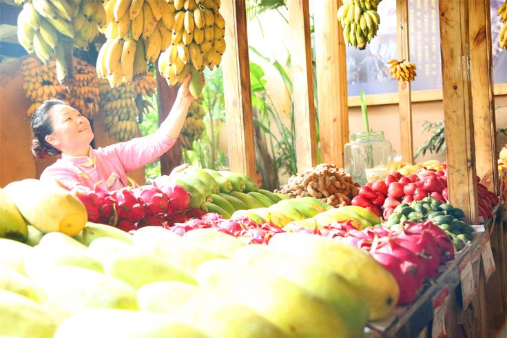 Luscious fruit and charming smiles are both a part of Sanya's charms at the local farmer's market, Binlanggu.
